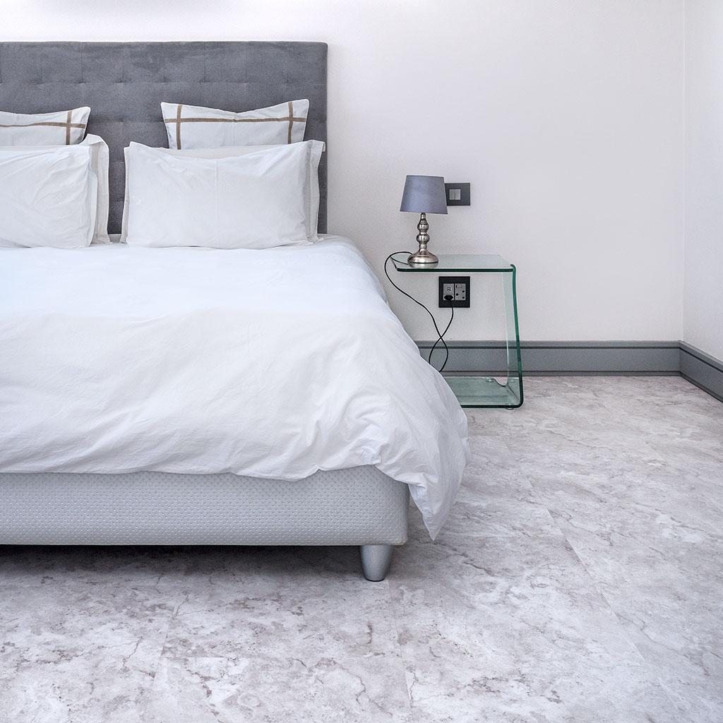 Grey pearl Vinyl in apartment bedroom