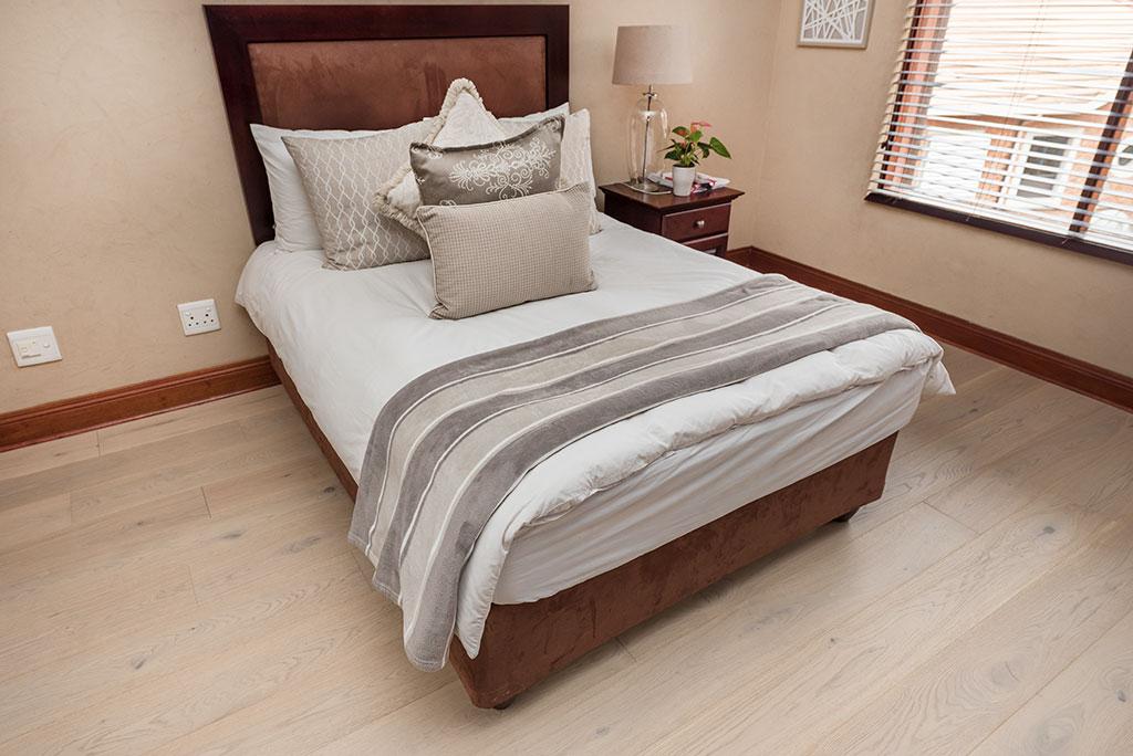Wood floors Outeniqua in a bedroom